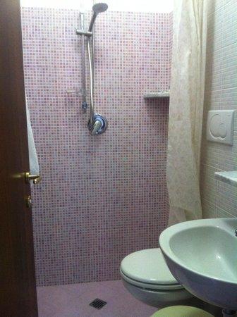Hotel Villa D'Orta: bath room