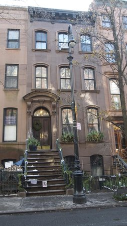 Real New York Tours: SATC house