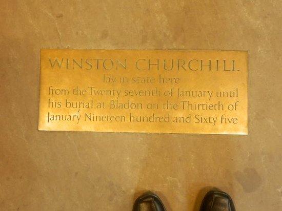 Palais de Westminster : Memorial plate