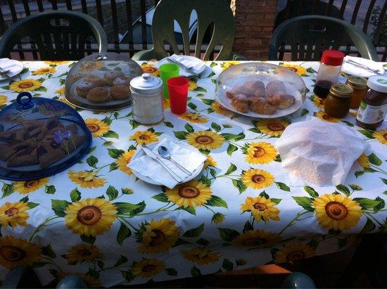 Bed & Breakfast Il Rivo: La colazione sul terrazzino