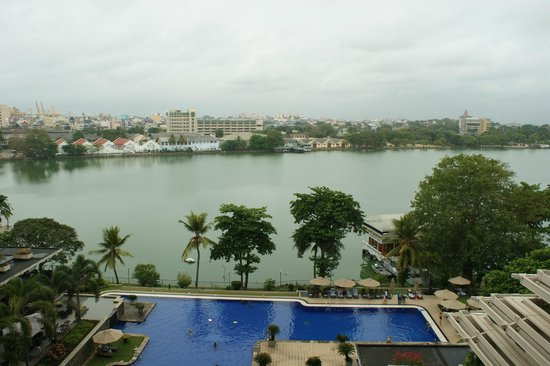 Cinnamon Lakeside Colombo: View from room
