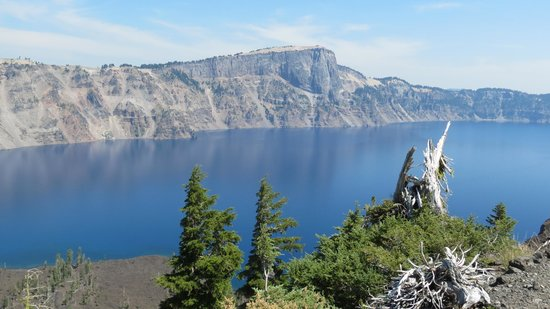 Crater Lake National Park: View from top of Wizard w forest fire smoke