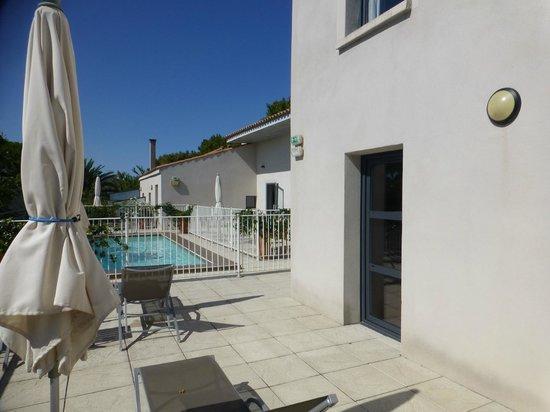 Hotel Canal : la terrasse et sa piscine