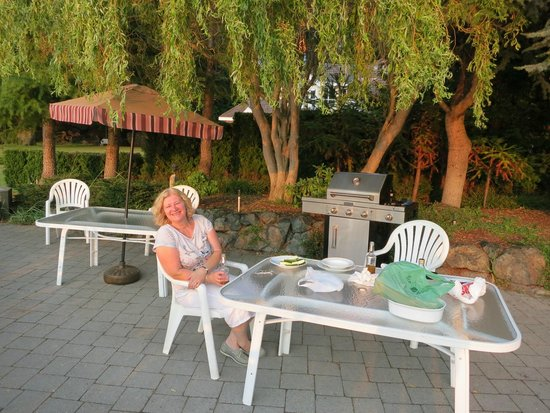 Pacific Shores Resort and Spa: BBQ Area