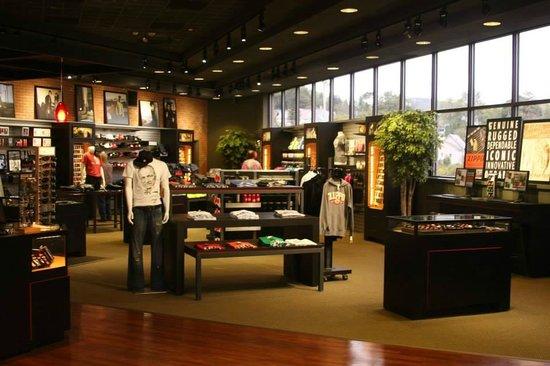 Zippo / Case Museum: Shop