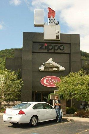 Zippo / Case Museum: Visitor center and museum