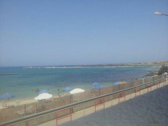 Palm Beach Hotel: Svegliarsi la mattina e  trovare un panorama del genere è molto confortevole