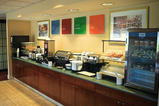 Comfort Inn Plymouth: Breakfast items, too many to list, all complimentary