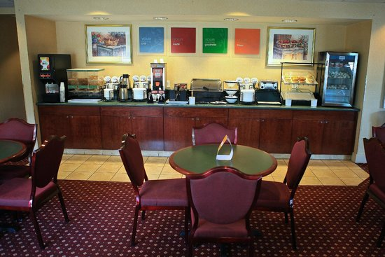 Comfort Inn Plymouth: Start your morning with a full hot breakfast!