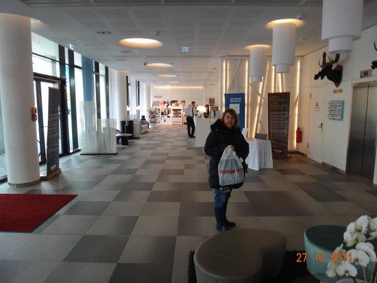 Scandic Berlin Potsdamer Platz: Saguão da recepção