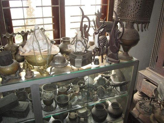 Saman's Guesthouse: Коллекция антиквариата