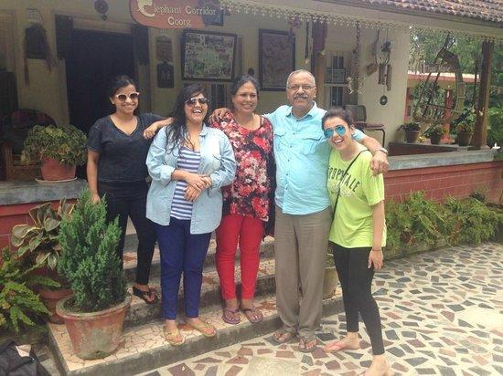Siddapur, Indien: Nimmi Aunty Viju uncle with us