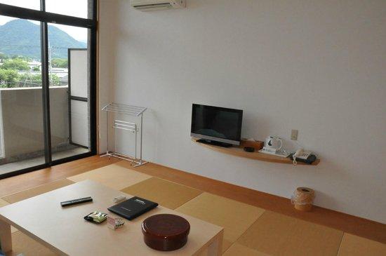 Resort Hotel Mihagi : シンプルな室内