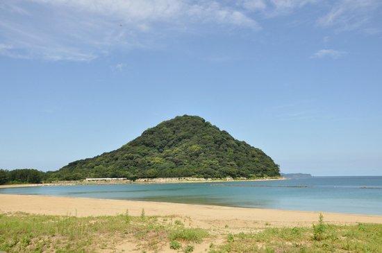 Resort Hotel Mihagi : 菊ケ浜海水浴場と指月山