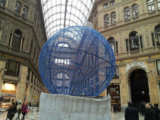Galleria Umberto I : Un addobbo nel periodo di Natale