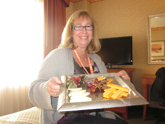Embassy Suites by Hilton Nashville South/Cool Springs: Already eaten fruit and cheese plate left in the room! Gross!