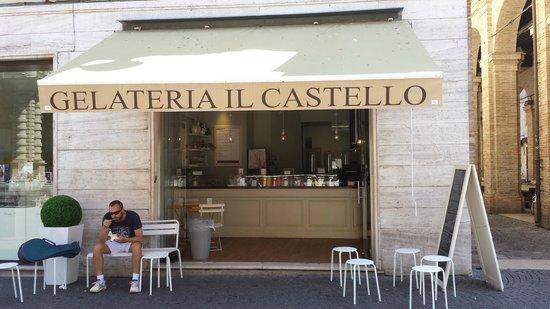 Gelateria Il Castello: Jolie petite terrasse