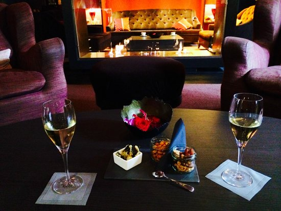 Sofitel Legend The Grand Amsterdam: Welcome champagne in lobby bar