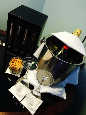 Sofitel Legend The Grand Amsterdam: Chilled champagne in room