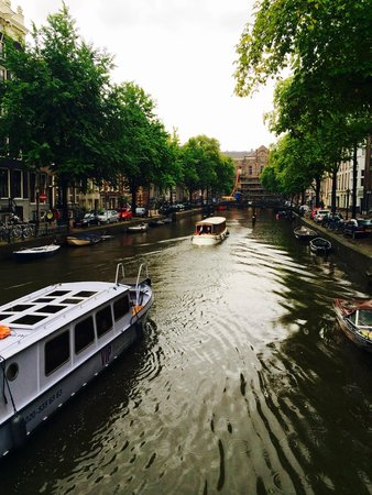 Sofitel Legend The Grand Amsterdam: Canal outside the hotel