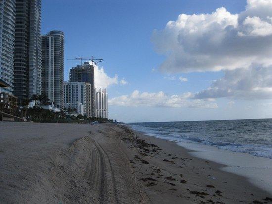 Travelodge Monaco N Miami and Sunny Isles Beach : Beautiful beach on your backyard.