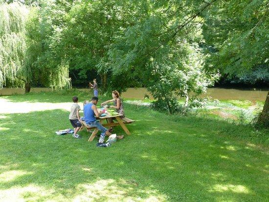 Camping Le Bois du Coderc: Pique nique