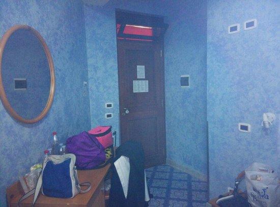 Hotel Il Melograno: Altra parte camera