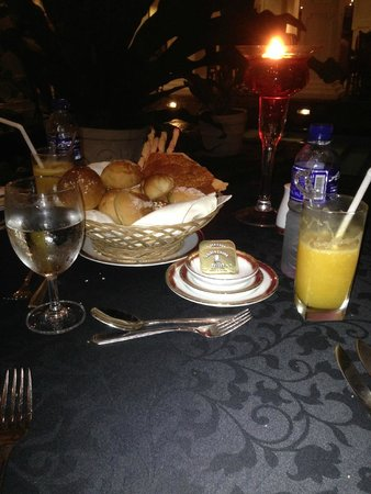 Mahaweli Reach Hotel: Dinner