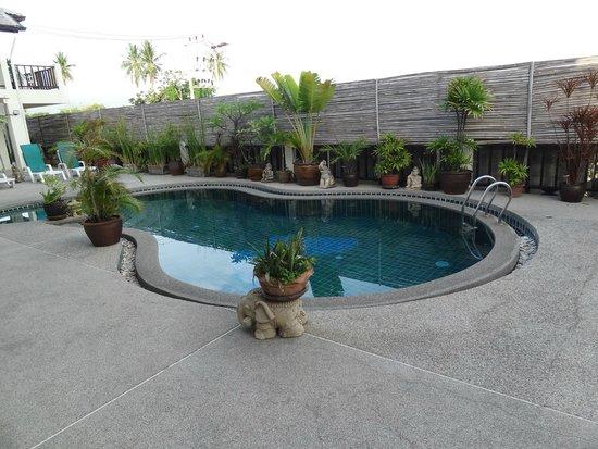 Papillon Residence: piscine