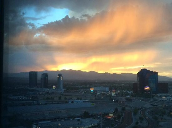 Vdara Hotel & Spa : Beautiful Sunset View From Room
