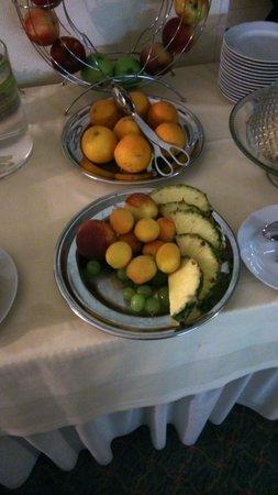 Hotel Herzog Georg: Hotel Georg Herzog, wenig appetitlich ist nicht nur das Obst beim Frühstück