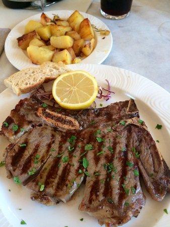 Ristorante Classique: T-Bone-Steak medium-rare mit Rosmarin-Bratkartoffeln