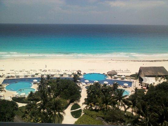 Live Aqua Beach Resort Cancun: Visão da sacada do quarto