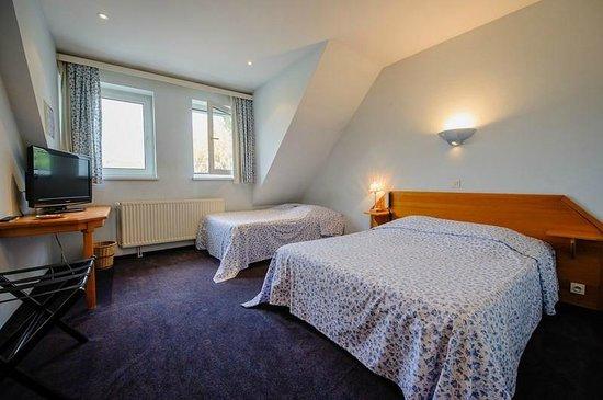 Hotel la Couronne: Chambre avec 1 grand lit et 1 lit simple