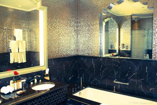 Waldorf Astoria Ras Al Khaimah: our bathroom