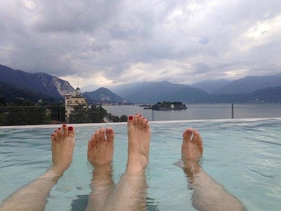 La Palma Hotel : vue du jacuzzi sur les iles Borromées