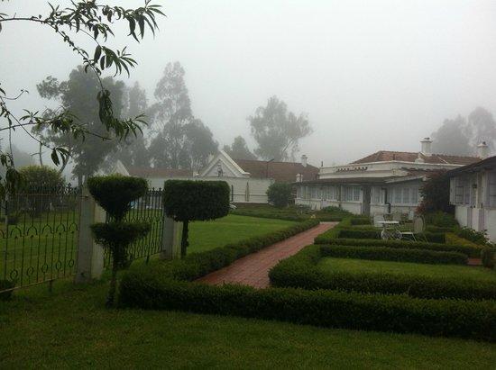 Taj Savoy Hotel, Ooty: Savoy Hotel Ooty on a misty afternoon