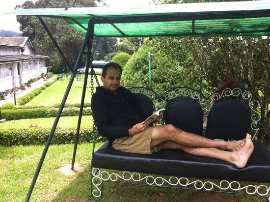 Taj Savoy Hotel, Ooty: Reading a book on a swing in the manicured laws of Savoy Hotel