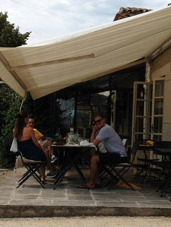 Le Clos de Gustave : Eating outside