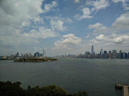 Statue de la liberté : Manhattan landscape New Jersey side