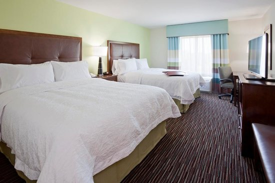 Hampton Inn & Suites Minneapolis / West-Minnetonka : Standard 2queen beds available for girls/guys weekends or family outings at the Hampton Inn & Su