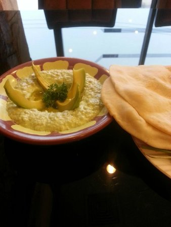 Beirut Restaurant - Silom : Excellent houmous