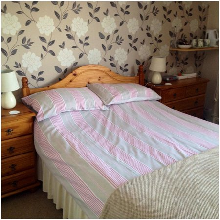 Glenthorne Guest House: Our lovely clean room