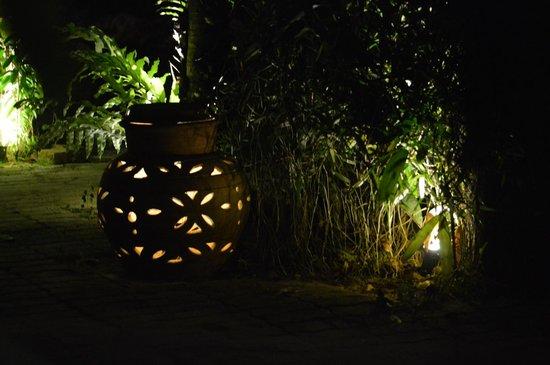 Hotelbeleuchtung - Picture of Tropical Resort, Pantai Tengah ...