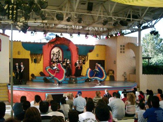Six Flags Fiesta Texas: Dance