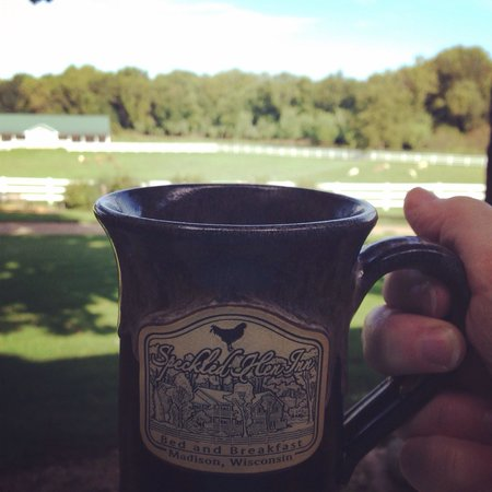 The Speckled Hen Inn: Relaxing on the porch with a view of the beautiful sheep pasture and gardens. Great coffee!
