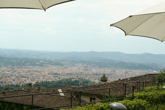 Belmond Villa San Michele: View from sitting in restaurant in pool area