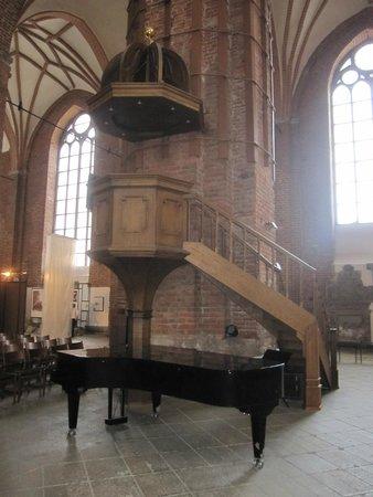 St. Peter's Church: Púlpito en el interior