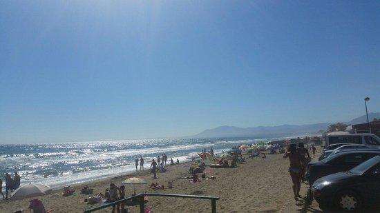 Diverhotel Marbella: Beach just around the corner. View from the beach bar