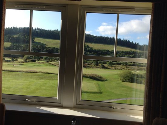 Macdonald Cardrona Hotel, Golf & Spa: View from room 402 onto the golf course